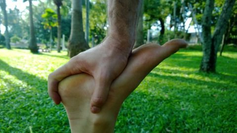 , Hand to foot